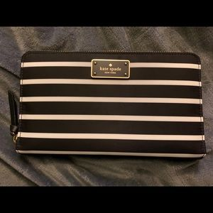 Kate Spade Wallet Stripe Black/White Zip around